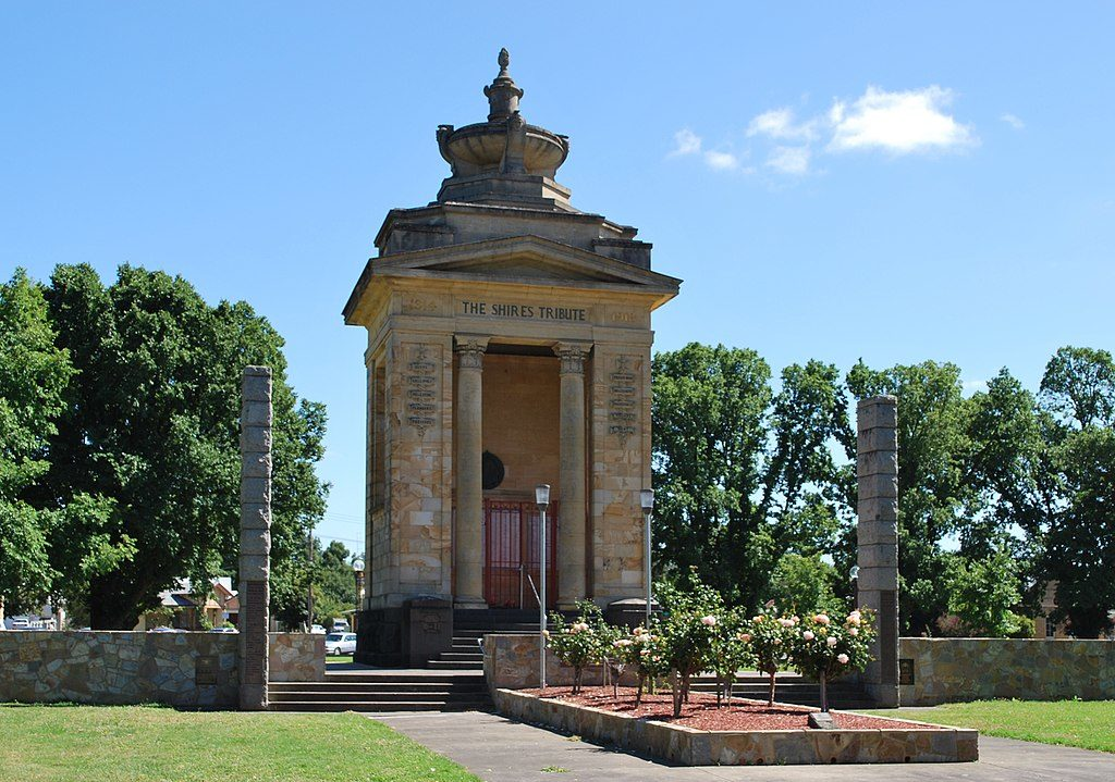 The war memorial in Colac Memorial Square - Colac 6 Day Race